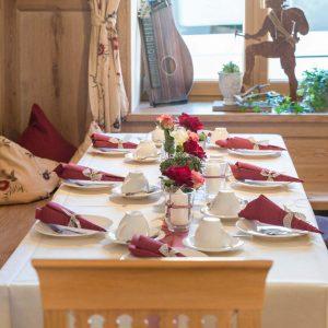 Hotel Pension Cafe Schweizerhaus Weyarn - Gastraum Schweizerstube