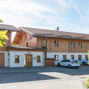 Hotel Pension Cafe Schweizerhaus Weyarn - Haus Eingang