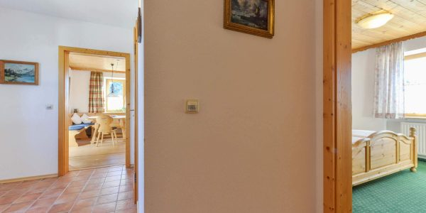 Hotel Pension Schweizerhaus Weyarn - Familienzimmer 10 Gang
