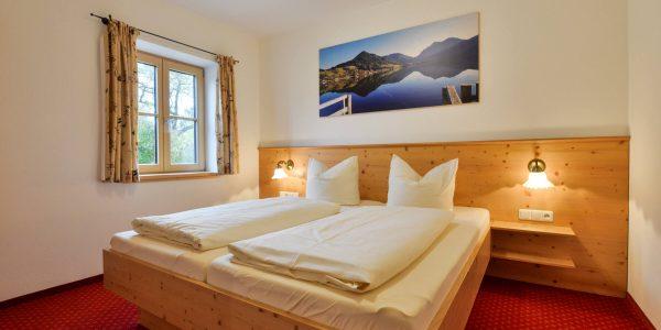 Hotel Pension Schweizerhaus Weyarn - Familienzimmer 11 Doppelbett