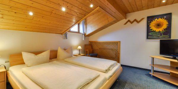 Hotel Pension Schweizerhaus Weyarn - Familienzimmer 8 Doppelzimmer
