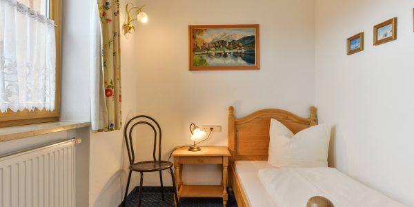 Hotel Pension Schweizerhaus Weyarn - Familienzimmer 9 Einzelzimmer