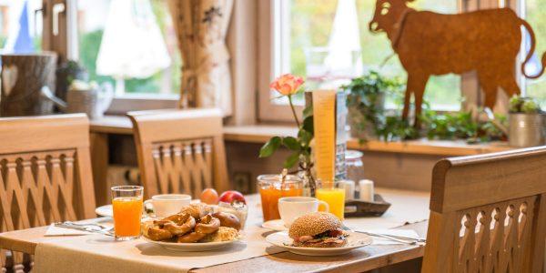 Hotel Pension Schweizerhaus Weyarn - Frühstück Tisch