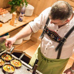 Hotel Pension Schweizerhaus Weyarn - Frühstück show-cooking