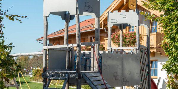 Hotel Pension Schweizerhaus Weyarn - Spielplatz Klettergerüst